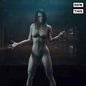 Taylor Swift is a naked alien in her new music video